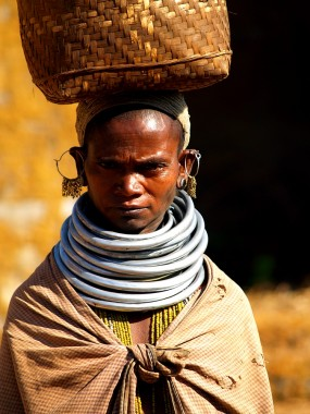 Женщина племени бонда. Индия, Орисса, Анкудели (c)inditrip.net
