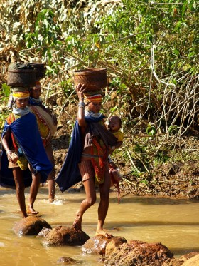 Женщины-адиваси племени бонда. Индия, Орисса. (c)inditrip.net