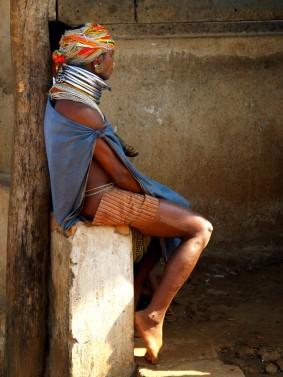 Женщина адиваси племени бонда. Индия, Орисса (c)inditrip.net