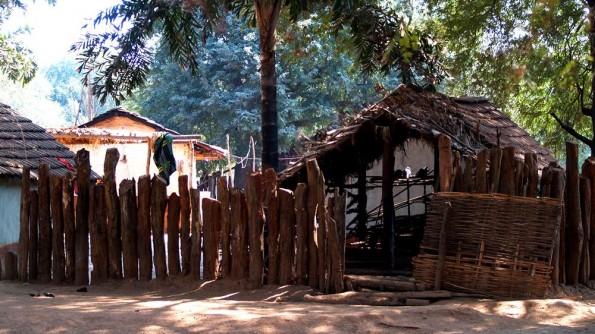 Деревня племени бонда недалеко от Койрапута в округе Малкангири, Орисса, Индия (c)inditrip.net