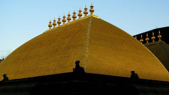 Gold roof of Chit Sabha in Chidambaram. Tamil Nadu. India. (c)inditrip.net