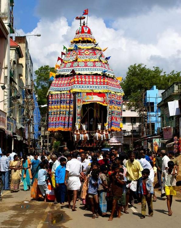 Празднование Понгала, колесница Вишну в Кумбаконаме. Тамил Наду. Индия (c)inditrip.net