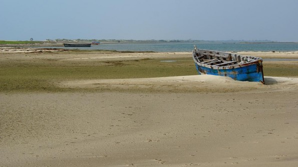 Abandoned fisher's boats at Dhanushkodi  |  India. Tamil Nadu. Rameswaram  |  (c)inditrip.net