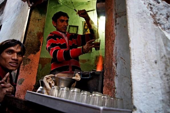 Уличный чай масала в Удайпуре | Udaipur chai vasala (c) inditrip.net